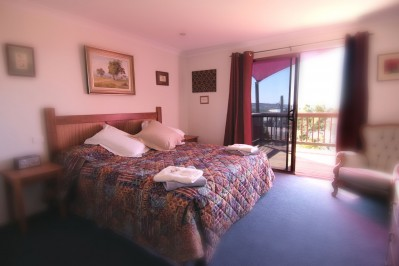 King Bed With Spa & Full Breakfast